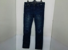 1piu1uguale3(ウノ ピュ ウノ ウグァーレ トレ)のジーンズ