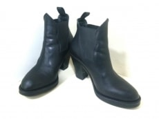 Acne(アクネ)のブーツ