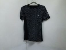 1piu1uguale3(ウノ ピュ ウノ ウグァーレ トレ)のTシャツ