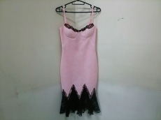 GIANNIVERSACE(ジャンニヴェルサーチ)のドレス