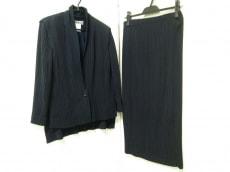 ISSEYMIYAKE(イッセイミヤケ)のスカートスーツ