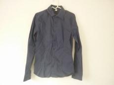 1piu1uguale3(ウノ ピュ ウノ ウグァーレ トレ)のシャツ