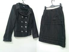 wb(ダブリュービー)のスカートスーツ