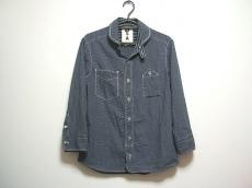 A(エイス)のシャツ