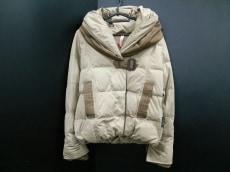 粧うYOSOOU(ヨソオウ)のダウンジャケット
