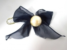 petite robe noire(プティローブノアー)のブローチ