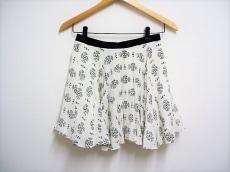 AKANE UTSUNOMIYA(アカネ ウツノミヤ)のスカート