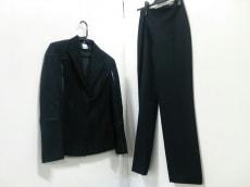 GIANNIVERSACE(ジャンニヴェルサーチ)のレディースパンツスーツ