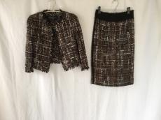 GiAMBATTiSTA VALLi(ジャンバティスタヴァリ)のスカートスーツ