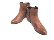 STEVE MADDEN(スティーブマッデン)のブーツ