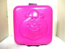 WC(ダブルシー)のキャリーバッグ