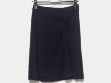 three dots(スリードッツ)のスカート