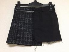 h.NAOTO(エイチ・ナオト)のスカート