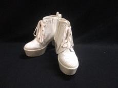 &byP&D(アンドバイピンキー&ダイアン)のブーツ