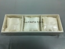 ヴァンクリーフ&アーペル 小物 新品同様 アイボリー 化学繊維