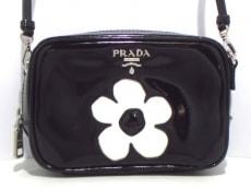 プラダ ショルダーバッグ美品  - 1N1674 黒×白 フラワー レザー