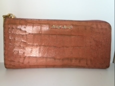 miumiu(ミュウミュウ) 長財布 - ベージュ 型押し加工 レザー