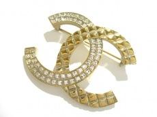 CHANEL(シャネル) ブローチ美品  金属素材×ラインストーン ゴールド