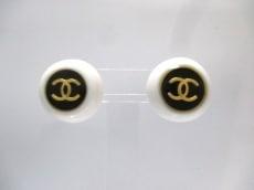 シャネル イヤリング プラスチック×金属素材 白×黒×ゴールド