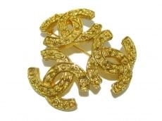 CHANEL(シャネル) ブローチ トリプルココ 金属素材 ゴールド