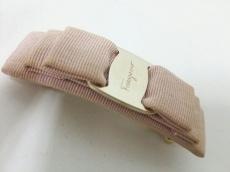 サルバトーレフェラガモ バレッタ美品  ヴァラ 化学繊維×金属素材