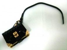 PRADA(プラダ) キーホルダー(チャーム) - 黒×ゴールド