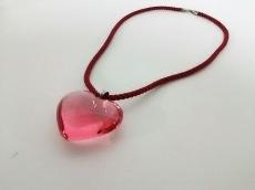 バカラ チョーカー美品  クリスタルガラス×化学繊維 ピンク×レッド