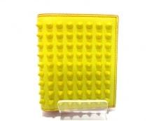 クリスチャンルブタン 2つ折り財布美品  イエロー レザー×金属素材