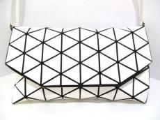 バオバオイッセイミヤケ ショルダーバッグ美品  BB63-AG201 白×黒