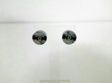シャネル ピアス美品  プラスチック×金属素材 白×黒×シルバー