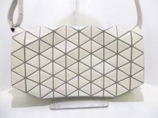 バオバオイッセイミヤケ ショルダーバッグ美品  白×ライトグレー