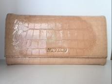 miumiu(ミュウミュウ) 長財布 - ピンクベージュ 型押し加工