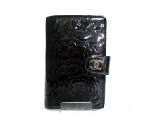 CHANEL(シャネル) 2つ折り財布 カメリア 黒 型押し加工/シルバー金具