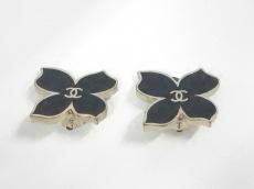CHANEL(シャネル) イヤリング 金属素材 黒×ゴールド 蝶