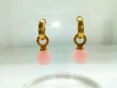 AGATHA(アガタ) ピアス 金属素材×プラスチック ゴールド×ピンク