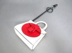デルボー キーホルダー(チャーム) 白×レッド バッグモチーフ レザー