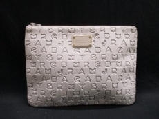MARC BY MARC JACOBS(マークバイマークジェイコブス)/クラッチバッグ
