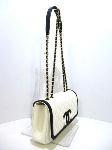 シャネル ショルダーバッグ 美品 マトラッセ A93340 白×黒 2