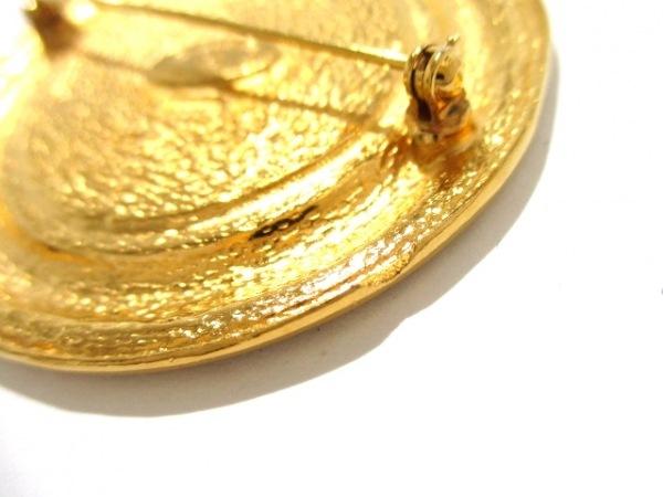 CHANEL(シャネル) ブローチ美品  金属素材 ゴールド 4