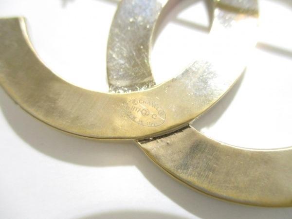 CHANEL(シャネル) ブローチ美品  金属素材×ラインストーン ゴールド 3