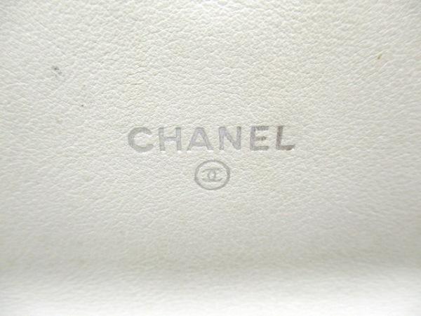 CHANEL(シャネル) 2つ折り財布美品  - 白 Vステッチ ラムスキン 5