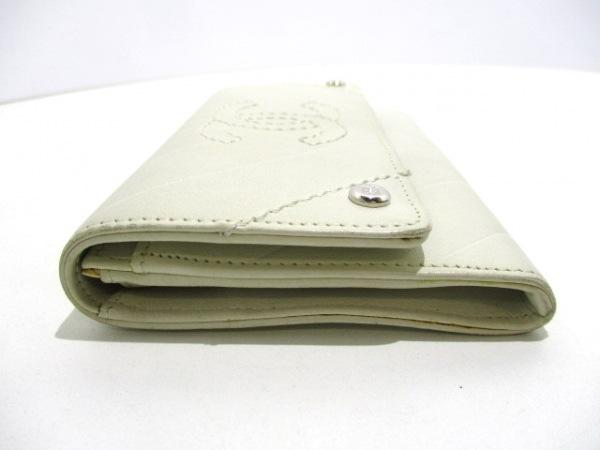 CHANEL(シャネル) 2つ折り財布美品  - 白 Vステッチ ラムスキン 6