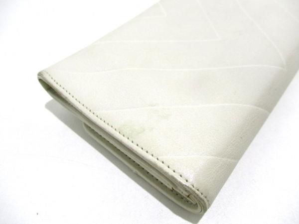 CHANEL(シャネル) 2つ折り財布美品  - 白 Vステッチ ラムスキン 8