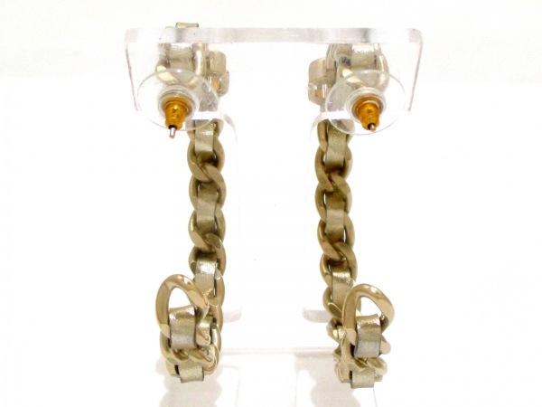 CHANEL(シャネル) ピアス 金属素材×レザー ゴールド ターンロック 2