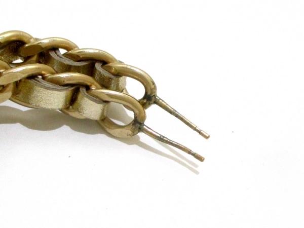 CHANEL(シャネル) ピアス 金属素材×レザー ゴールド ターンロック 3