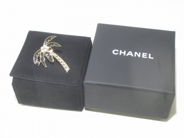 CHANEL(シャネル) ブローチ美品  金属素材×フェイクパール ヤシの木 6