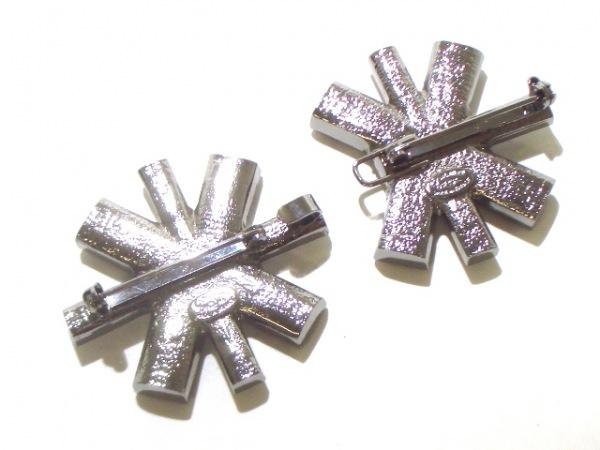 CHANEL(シャネル) ブローチ美品  金属素材×ラインストーン 2