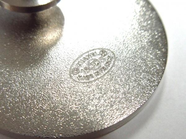 CHANEL(シャネル) ブローチ美品  金属素材 ライトブルー×白×マルチ 3
