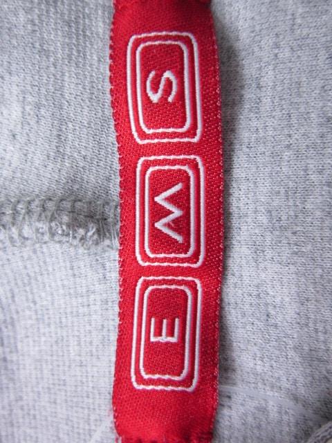 EMS(イームス)のパーカー