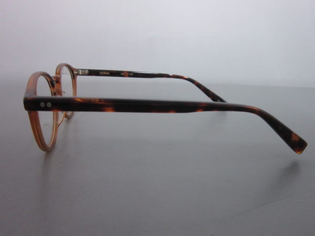EnaLloid(エナロイド)のサングラス